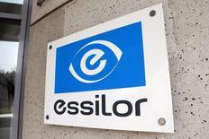 Essilor a réalisé un chiffre d'affaires de 6.716 millions d'euros, en croissance organique de 4,6%. Le groupe a tiré profit d'une montée en puissance de son activité solaire et de ses ventes en ligne. /Photo d'archives/REUTERS/Charles Platiau