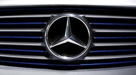Логотип Mercedes-Benz на пресс-конференции в Штутгарте. 4 февраля 2016 года. Росстандарт сообщил в пятницу, что к нему поступила информация от Мерседес-Бенц РУС об отзыве 1.182 автомобилей Mercedes-Benz ML и GL, классов Bluetec и 4Matic. REUTERS/Michaela Rehle