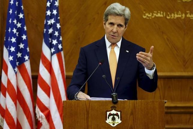 2月21日、ケリー米国務長官(写真)はヨルダンの首都アンマンで会見し、シリア内戦の停戦条件についてロシアのラブロフ外相と暫定合意したと明らかにした。(2016年 ロイター/Muhammad Hamed)