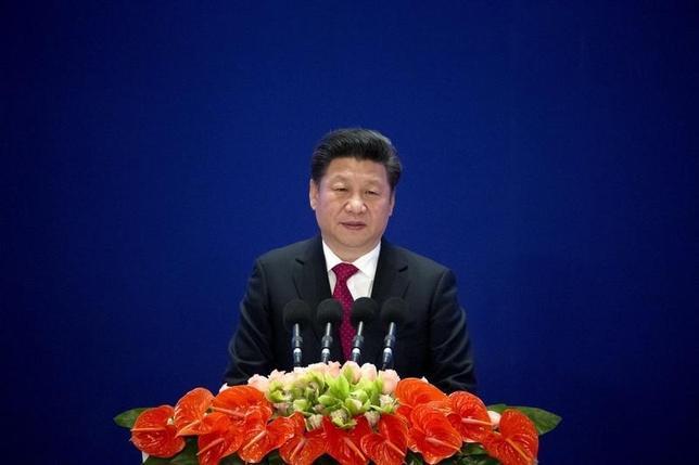 2月22日、中国の習近平国家主席(写真)は、国営ラジオに対し、今年、経済成長を妥当なレンジに維持する方針を示した。北京で1月撮影(2016年 ロイター/Mark Schiefelbein)