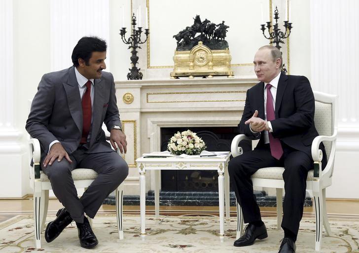 Russia's President Vladimir Putin (R) meets with Qatar's Emir Sheikh Tamim Bin Hamad Al-Thani in Moscow, Russia, January 18, 2016. REUTERS/Yuri Kochetkov/Pool