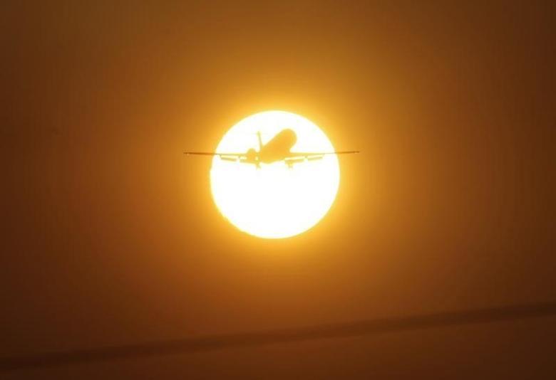 An aeroplane flies at sunset in Brasilia in this September 8, 2011 file photo.    REUTERS/Ueslei Marcelino