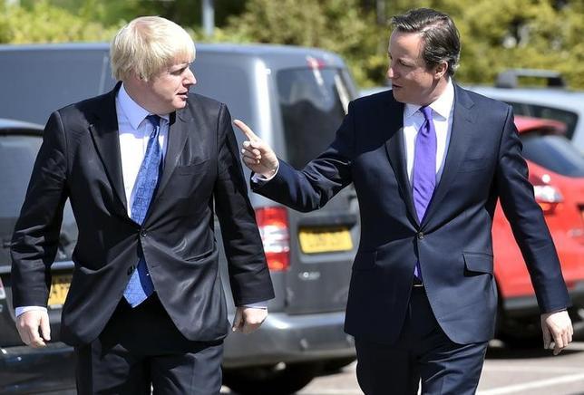 2月23日、キャメロン英首相(写真右)が言うところの「改革された」欧州連合(EU)に残留すべきかどうかを問う英国の国民投票は、実現に近づくまでに数年を要した。左はジョンソン・ロンドン市長、昨年4月撮影(2016年 ロイター/Toby Melville)