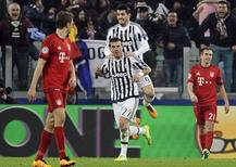 Jogadores da Juventus comemoram gol contra o Bayern de Munique. 23/02/16. REUTERS/Giorgio Perottino