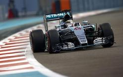 Formula One - F1 - Abu Dhabi Grand Prix 2015 - Yas Marina Circuit, Abu Dhabi, United Arab Emirates - 28/11/15. Mercedes' Lewis Hamilton during qualifying. Mandatory Credit: Action Images / Hoch Zwei