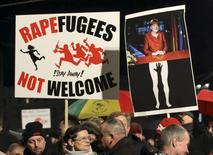 Демонстрация в Лейпциге, Германия 11 января 2016 года. Немецкий парламент в четверг одобрил ужесточение миграционных правил, призванное ограничить рекордный приток беженцев в страну. REUTERS/Fabrizio Bensch
