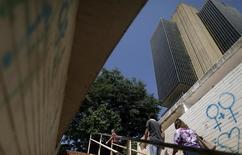 El edificio del Banco Central de Brasil en Brasilia, dic 9, 2015. El Gobierno central de Brasil registró un superávit presupuestario primario de 14.835 millones de reales (3.770 millones de dólares) en enero, pasando a cifras azules tras reportar un déficit el mes anterior.   REUTERS/Ueslei Marcelino