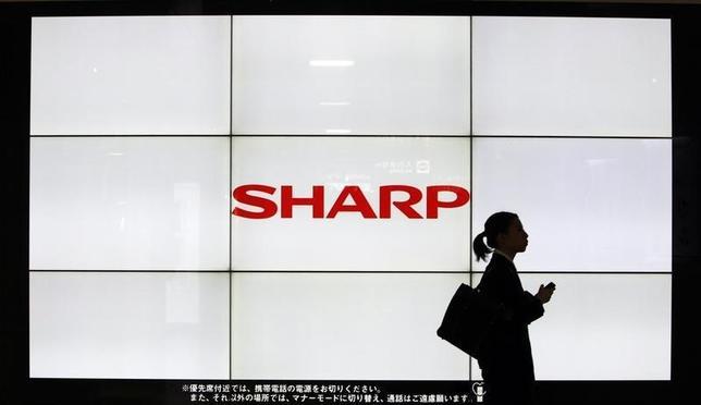 2月26日、台湾の鴻海(ホンハイ)精密工業がシャープ買収の契約調印を保留している問題で、高橋興三社長が事態の打開に向け郭台銘(テリー・ゴウ)会長と中国で同日に協議する。事情に詳しい関係者が明らかにした。写真は都内で2013年3月撮影(2016年 ロイター/Yuya Shino)