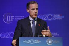 Le gouverneur de la Banque d'Angleterre, Mark Carney, à Shanghaï. Les ministres des Finances et les banquiers centraux des pays du G20 se réunissent vendredi et samedi pour discuter des moyens de calmer les marchés et de relancer la croissance et pourraient se dire prêts à agir si la situation se dégradait. /Photo prise le 26 février 2016/REUTERS/Aly Song