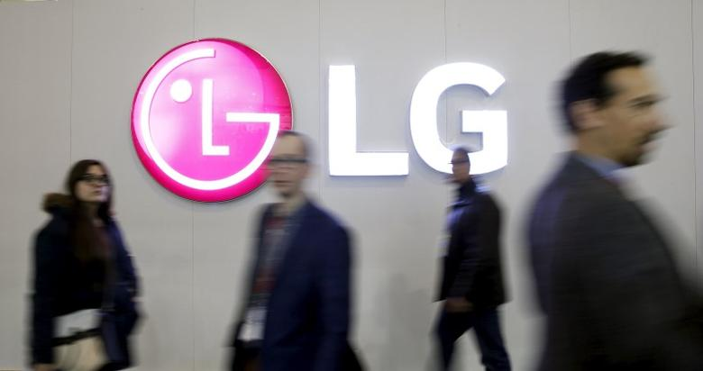 People walk past a LG logo during the Mobile World Congress in Barcelona, Spain February 25, 2016. REUTERS/Albert Gea