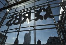 El banco británico nacionalizado Royal Bank of Scotland (RBS) anunció el viernes pérdidas anuales de 1.970 millones de libras esterlinas (2.493 millones de euros). En la imagen, la sede del RBS en Londres, el 10 de septiembre de 2015.  REUTERS/Toby Melville