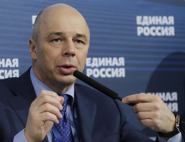 2月26日、ロシアが計画しているユーロ建て国債の発行をめぐり、米政府が国内銀行に協力しないよう求めたとされる問題で、ロシアのシルアノフ財務相(写真)は米国の圧力は障害にならないとの見方を示した。モスクワで5日撮影(2016年 ロイター/Maxim Zmeyev)