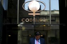 La sede de la estatal chilena Codelco en el centro de Santiago, sep 1, 2015. La estatal chilena Codelco, mayor productora mundial de cobre, informó el viernes que mantiene detenidas sus operaciones de envío de concentrado en su mina Andina luego de la ruptura de un ducto en la víspera.   REUTERS/Ivan Alvarado