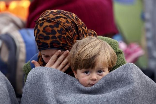 http://www.reuters.com/article/us-europe-migrants-greece-idUSKCN0W10KZ