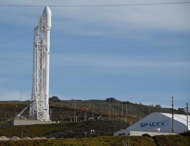 A SpaceX Falcon 9 rocket with the Jason-3 spacecraft onboard is shown at Vandenberg Air Force Base Space Launch Complex 4 East in Vandenberg Air Force Base, California, January 16, 2016.   REUTERS/Gene Blevins