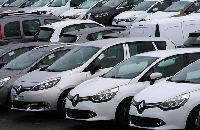 3月1日、フランス自動車工業会(CCFA)とコンサルティング会社データネオが発表した2月の国内自動車販売台数は、前年同月比13%増の16万6741台となった。フランス・オーベルジェンビルにある同社の工場で1月撮影(2016年 ロイター/Jacky Naegelen)