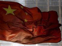 Флаг Китая в Пекине 29 октября 2015 года. США, Канада, Германия, Япония и Евросоюз совместно довели до Пекина озабоченность поправками в китайское законодательство, включая новации в борьбе с терроризмом, которые могут использованы как барьер для мирных акций протеста. REUTERS/Kim Kyung-Hoon