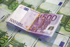 Répétition du titre. La lutte contre la fraude fiscale a porté sur un montant record de 21,2 milliards d'euros en 2015, dont 12,2 milliards sont revenus à l'Etat, après 19,3 milliards d'euros en 2014 et 18 milliards en 2013. Cette évolution repose essentiellement sur les grandes entreprises, selon le secrétaire d'Etat au Budget Christian Eckert. /Photo d'archives/REUTERS/Dado Ruvic