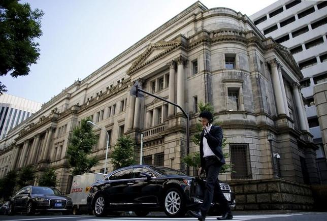 3月4日、政府は3月末に任期を迎える日銀の白井さゆり審議委員の後任として、新生銀行執行役員の政井貴子氏を衆参両院に提示する方針を固めた。都内の日銀本店で昨年6月撮影(2016年 ロイター/Toru Hanai)