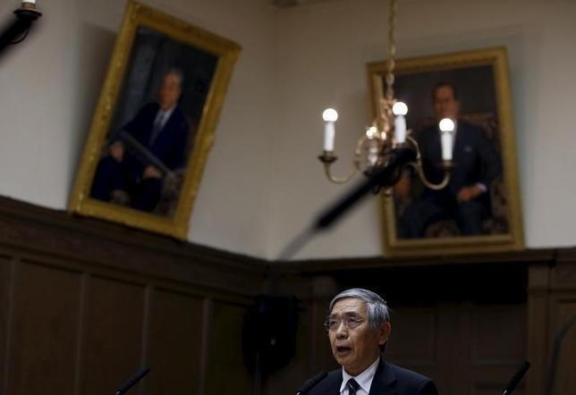 3月4日、日銀の黒田東彦総裁は、参院予算委で、物価安定目標の実現に向けて必要と判断すれば「量・質・金利の3次元で対応をとる」と述べた。写真は2月撮影(2016年 ロイター/Toru Hanai)