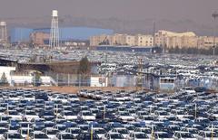 A Khodro, à l'ouest de Téhéran. L'Iran table cette année sur un taux de croissance supérieur à 5% grâce à la levée des sanctions internationales liées à ses activités nucléaires. /Photo prise le 6 février 2016/REUTERS/Raheb Homavandi/TIMA