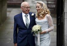 Media mogul Rupert Murdoch and former supermodel Jerry Hall pose for a photograph outside St Bride's church following a service to celebrate their wedding which took place on Friday, in London, Britain March 5, 2016.   REUTERS/Peter Nicholls