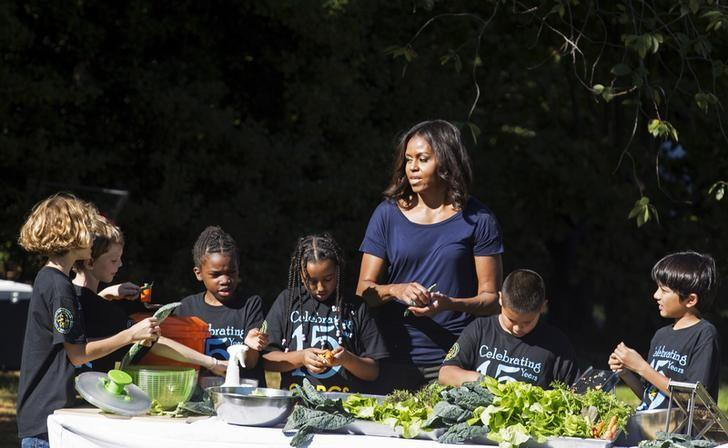 U.S. first lady Michelle Obama prepares lunch with elementary students during the annual fall harvest of the White House Kitchen Garden at the White House in Washington October 6, 2015.      REUTERS/Joshua Roberts