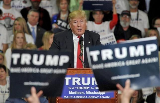 3月8日、米大統領選の共和党候補指名争いでトップを走る不動産王のドナルド・トランプ氏は、外交政策チームがまだ出来ていないことを認めた。写真はミシシッピ州で7日撮影(2016年 ロイター/Rick Guy)