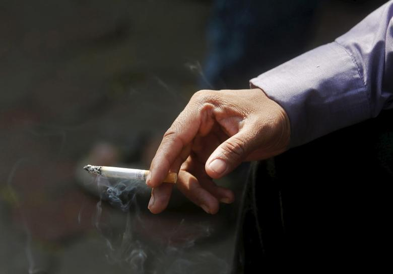 A man smokes a cigarette, January 6, 2016.   REUTERS/Shailesh Andrade