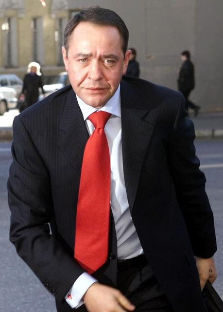 Russia's Mass Media Minister Mikhail Lesin enters his ministry in central Moscow in this March 27, 2002 file photo. REUTERS/Alexander Natruskin/Files