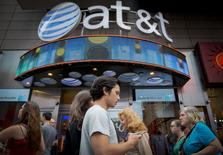 People walk past the AT&T store in New York's Times Square, June 17, 2015.  REUTERS/Brendan McDermid