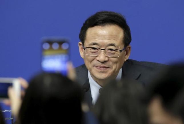 3月12日、中国証券監督管理委員会の劉士余主席(写真)は、相場が急変動した際に取引を止める「サーキットブレーカー」制度について、今後数年以内の再導入はないとの見方を示した。北京で撮影(2016年 ロイター/Jason Lee)