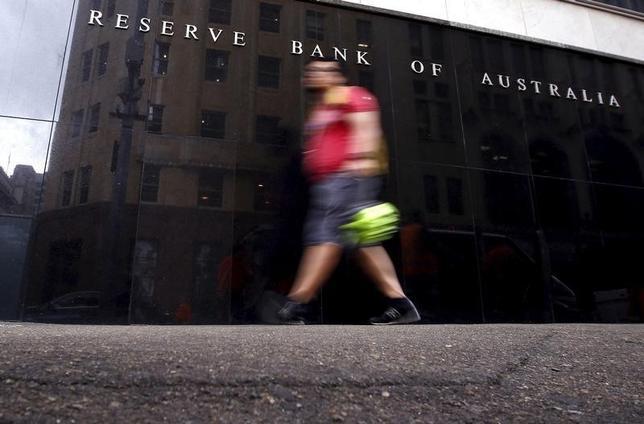 3月15日、豪準備銀行は、今月の政策理事会の議事要旨を公表、経済成長の継続を予想するのが「妥当」と認識したため、政策金利据え置きを決定したことが分かった。写真はシドニーで1日撮影(2016年 ロイター/David Gray)