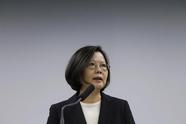 3月15日、台湾の蔡英文次期総統は、新政権で行政院は経済と金融問題に最優先で取り組むとする一方、中国については言及しなかった。台北市で撮影(2016年 ロイター/Tyrone Siu)