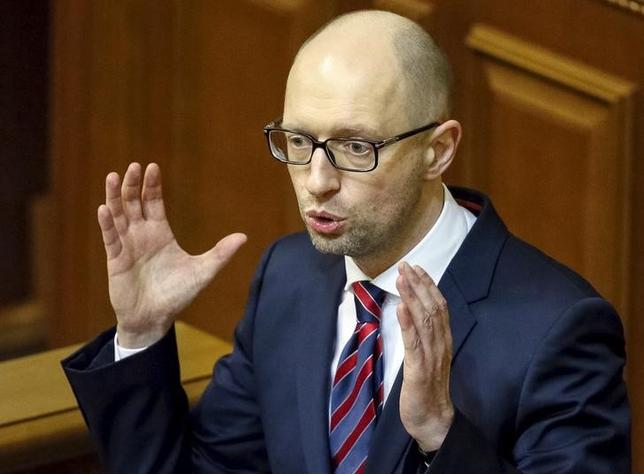 Ukraine's Prime Minister Arseny Yatseniuk delivers a speech during a parliament session in Kiev, Ukraine, February 16, 2016.   REUTERS/Gleb Garanich