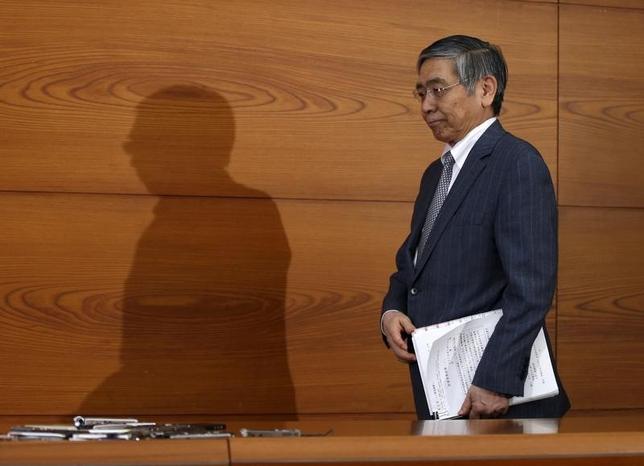 3月15日、日銀の黒田東彦総裁は金融政策決定会合後の記者会見で、必要ならば始めたばかりのマイナス金利の効果が十分に現れる前に追加緩和に踏み切る姿勢を示した(2016年 ロイター/Toru Hanai)