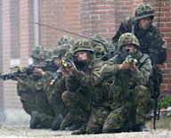 Спецназ морской пехоты Великобритании на учениях в Дании 16 мая 2007 года.  Выход Великобритании из Европейского союза может повлечь за собой разделение блока и, таким образом, ослабить военный альянс НАТО по отношению к России, сказал во вторник командующий армией США в Европе. REUTERS/Scanpix/Claus Fisker