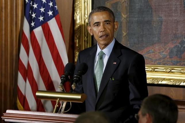 3月15日、オバマ米大統領は、大統領選の候補指の言動に失望を示し、共和党で首位に立つ不動産王ドナルド・トランプ氏を念頭に、低俗な発言を抑制するよう議会指導部に要請した。ワシントンで撮影(2016年 ロイター/Jonathan Ernst)