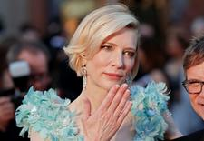 """Australian actress Cate Blanchett, nominated for Best Actress for her role in """"Carol,"""" throws a kiss as she arrives at the 88th Academy Awards in Hollywood, California February 28, 2016.  REUTERS/Lucas Jackson"""