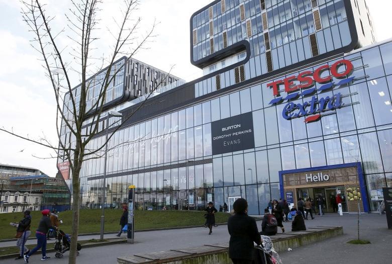 People walk past a Tesco Extra store in Woolwich, southeast London, Britain February 26, 2016. REUTERS/Stefan Wermuth
