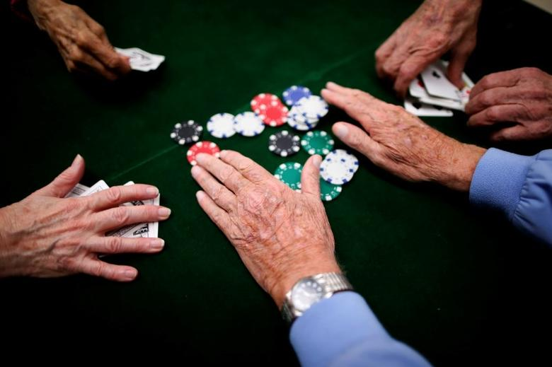 Retirees play poker at a singles club in Sun City, Arizona, January 4, 2013.  REUTERS/Lucy Nicholson