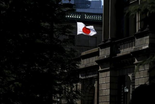 3月17日、日銀はドル/円の動きの要因を調査していたものの、レートチェックは行なっていなかったと関係筋は明らかにした。写真は15日、都内の日銀前で撮影(2015年 ロイター/Toru Hanai)
