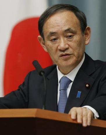3月18日、菅義偉官房長官は午後の会見で、この日の参議院予算委員会で横畠裕介・内閣法制局長官が核兵器の使用を憲法は禁止していないとの趣旨の発言をしたことに関して、日本が核兵器を使用することは「あり得ない」と強調した。写真は都内で昨年1月撮影(2016年 ロイター/Yuya Shino)