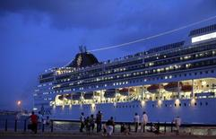 Cubans look at a cruise ship moored at Havana Port December 31, 2015. REUTERS/Enrique de la Osa