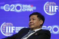 El vice ministro de Finanzas de China, Zhu Guangyao, asiste a una conferencia durante una reunión de ministros de Finanzas y banqueros centrales de los países del G20 en el distrito de Pudong, en Shangái. El viceministro de Finanzas de China dijo el martes en un foro que no hay un acuerdo secreto entre Estados Unidos y su país en relación con los ajustes de los tipos de cambio. REUTERS/Aly Song