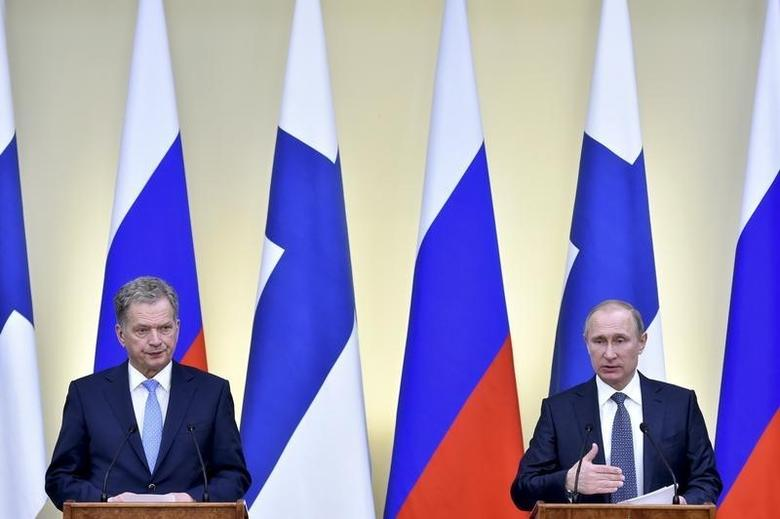 Russian President Vladimir Putin (R) and his Finnish counterpart Sauli Niinisto attend a joint news conference following their talks at the Novo-Ogaryovo state residence outside Moscow, Russia, March 22, 2016. REUTERS/Kirill Kudryavtsev/Pool