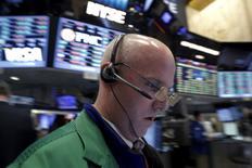 TAprès la pause de la semaine pascale, Wall Street espère repartir de l'avant grâce à des indicateurs économiques tels que les aime la place américaine : rassurants sur l'état de l'économie mais pas assez vigoureux pour justifier des hausses de taux supplémentaires. /Photo prise le 16 mars 2016/REUTERS/Brendan McDermid