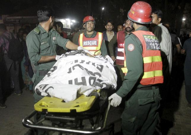 Rescue workers move a body from the site of a blast outside a public park in Lahore, Pakistan, March 27, 2016.  REUTERS/Mohsin Raza