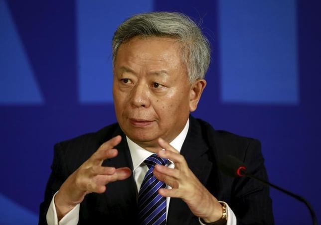 3月25日、中国・海南島で開かれた経済会議「ボアオ・アジアフォーラム」に出席したアジアインフラ投資銀行(AIIB)の金立群総裁(写真)は、創設メンバーの57カ国に加え、30カ国以上がAIIBへの加盟を待っていると述べた。1月撮影(2016年 ロイター/Kim Kyung-Hoon)