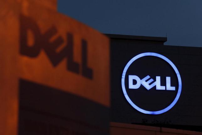 3月28日、NTTデータは、米デルのITサービス関連部門を買収することで合意したと正式発表した。写真はデルのロゴ、クアラルンプール郊外で2013年9月撮影(2016年 ロイター/Bazuki Muhammad)